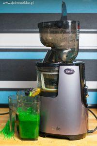 Domowy świeży sok z jarmużu, gruszki i jabłka