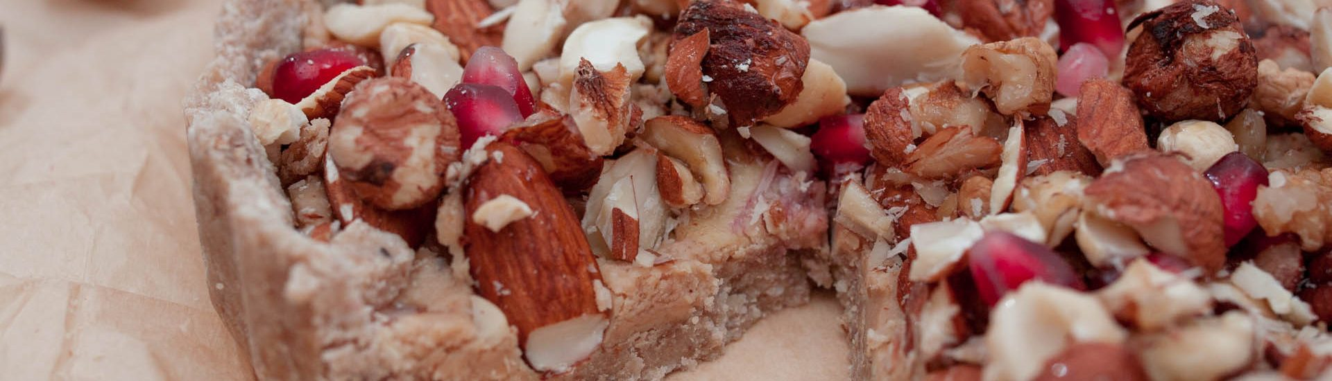wegańska i bezglutenowa tarta orzechowa bez pieczenia