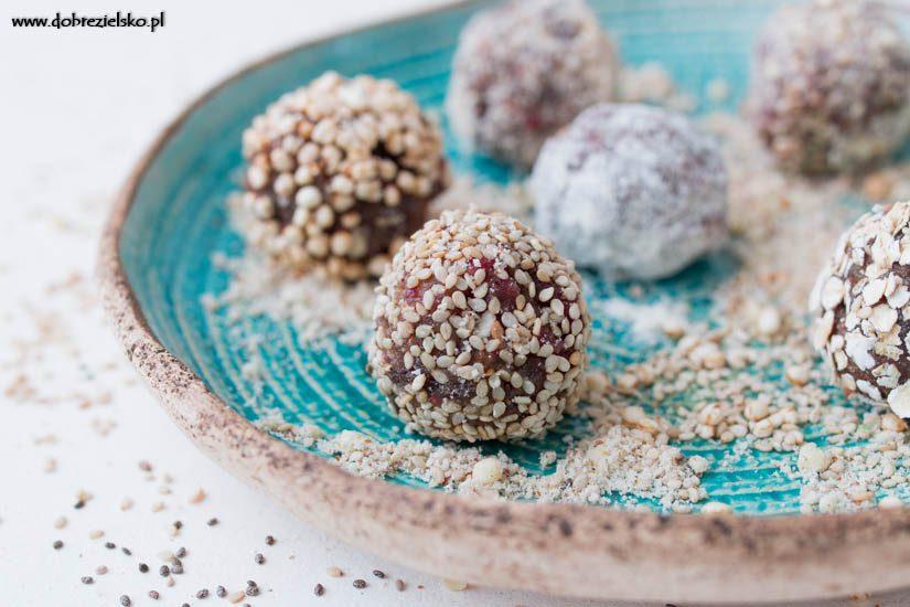 bezglutenowe wegańskie pralinki bakaliowe z musem kokosowym i orzechami