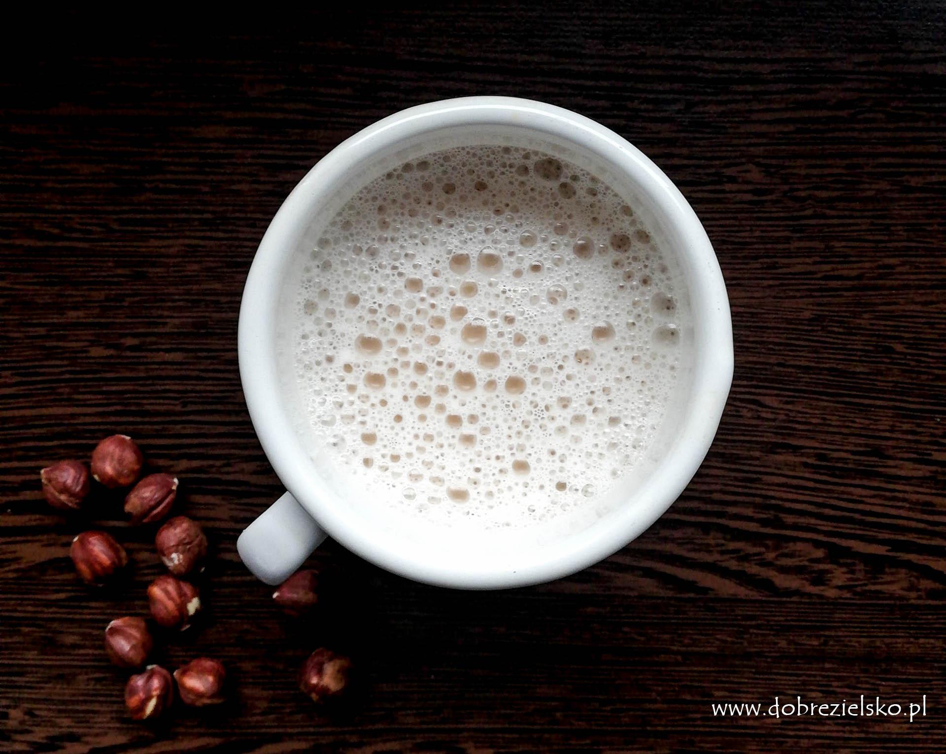 domowe mleko roślinne mleko z orzechów laskowych bezglutenowe wegańskie
