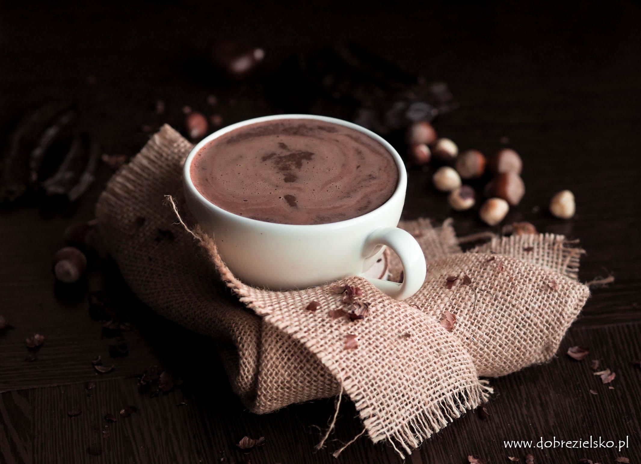 wegańska gorąca czekolada z orzechami