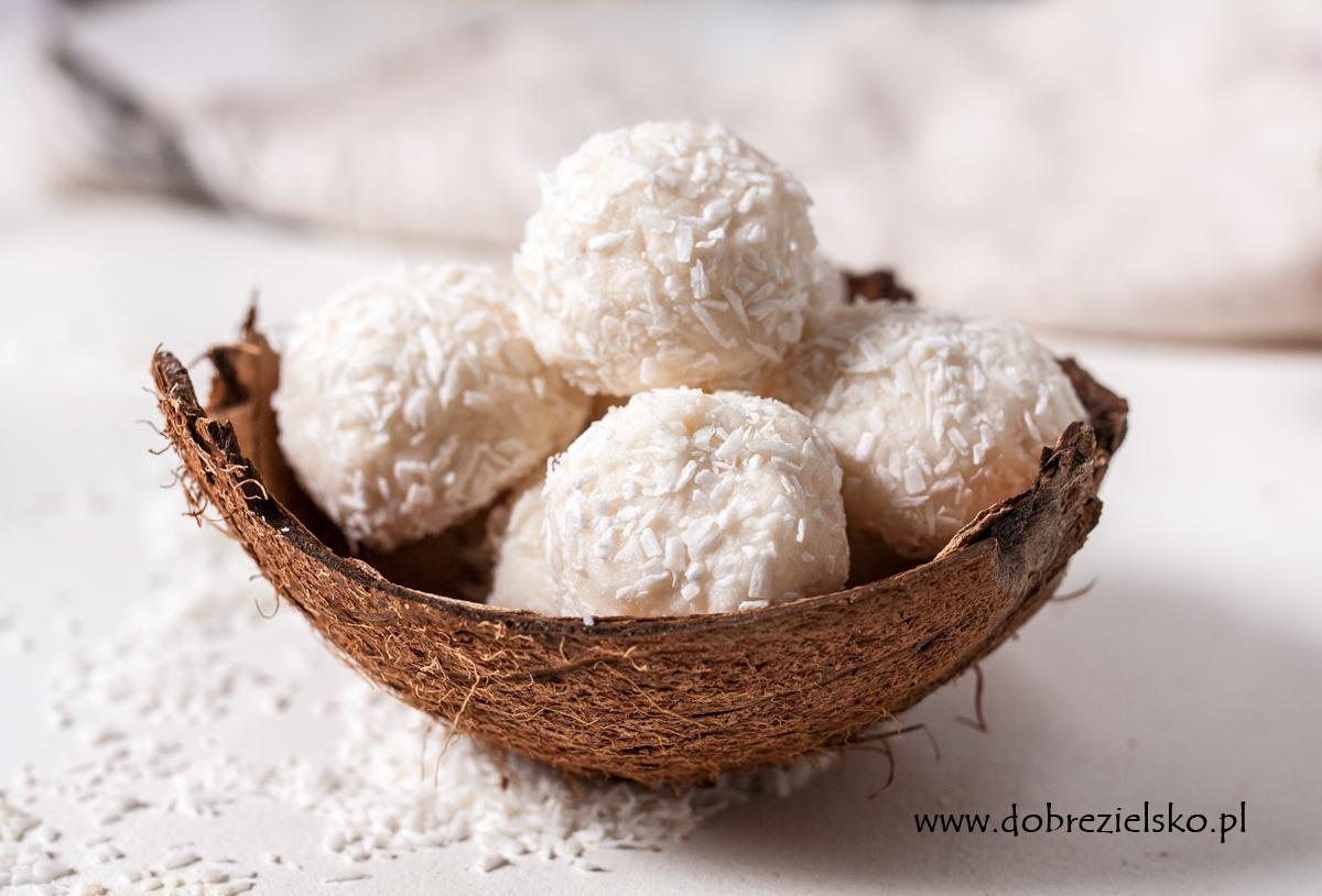 bezglutenowe wegańskie kokosowe pralinki z migdałem w środku wegańskie rafaello