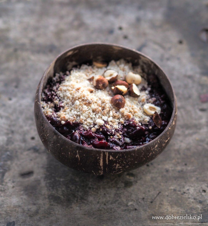 bezglutenowe wegańskie śliwkowe crumble z orzechami