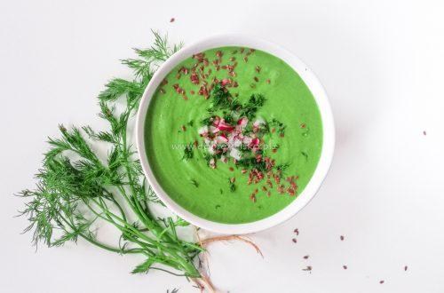 bezglutenowa wegańska zupa krem ze szpinakiem, liśćmi rzodkiewki i koperkiem