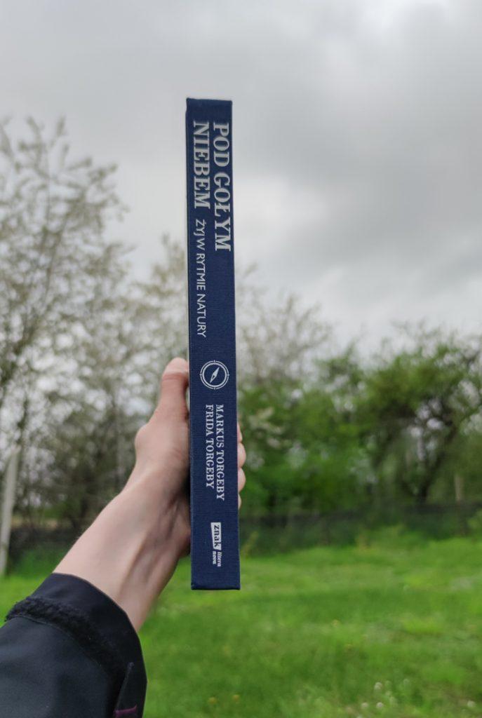 książka pod gołym niebem